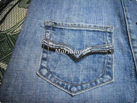 Здравствуйте, дорогие мастерицы))) Я долго рассматривала Ваши работы и вот, решила вынести на Ваш суд свою.Это мой первый МК и я очень волнуюсь. Итак, отрезаем от джинсов нижние части штанин и распарываем по одному шву(который без отстрочки) фото 17