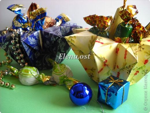 При копировании статьи, целиком или частично, пожалуйста, указывайте активную ссылку на источник! http://stranamasterov.ru/user/9321 http://stranamasterov.ru/node/120275 Коробочка-звездочка в технике оригами. Можно положить сладкий подарок, мягкую игрушку, украшения и поставить под елочку от Деда Мороза. Из цветной бумаги для принтера (квадрат 21х21) получается коробочка в диаметре 11 см (по крайним точкам). фото 2