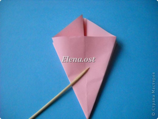 При копировании статьи, целиком или частично, пожалуйста, указывайте активную ссылку на источник! http://stranamasterov.ru/user/9321 http://stranamasterov.ru/node/120275 Коробочка-звездочка в технике оригами. Можно положить сладкий подарок, мягкую игрушку, украшения и поставить под елочку от Деда Мороза. Из цветной бумаги для принтера (квадрат 21х21) получается коробочка в диаметре 11 см (по крайним точкам). фото 11