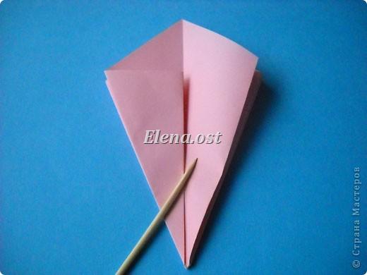 При копировании статьи, целиком или частично, пожалуйста, указывайте активную ссылку на источник! http://stranamasterov.ru/user/9321 http://stranamasterov.ru/node/120275 Коробочка-звездочка в технике оригами. Можно положить сладкий подарок, мягкую игрушку, украшения и поставить под елочку от Деда Мороза. Из цветной бумаги для принтера (квадрат 21х21) получается коробочка в диаметре 11 см (по крайним точкам). фото 12