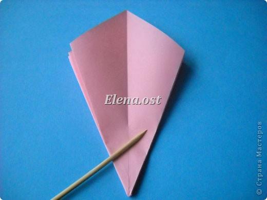 При копировании статьи, целиком или частично, пожалуйста, указывайте активную ссылку на источник! http://stranamasterov.ru/user/9321 http://stranamasterov.ru/node/120275 Коробочка-звездочка в технике оригами. Можно положить сладкий подарок, мягкую игрушку, украшения и поставить под елочку от Деда Мороза. Из цветной бумаги для принтера (квадрат 21х21) получается коробочка в диаметре 11 см (по крайним точкам). фото 13