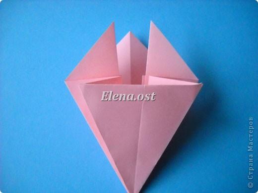 При копировании статьи, целиком или частично, пожалуйста, указывайте активную ссылку на источник! http://stranamasterov.ru/user/9321 http://stranamasterov.ru/node/120275 Коробочка-звездочка в технике оригами. Можно положить сладкий подарок, мягкую игрушку, украшения и поставить под елочку от Деда Мороза. Из цветной бумаги для принтера (квадрат 21х21) получается коробочка в диаметре 11 см (по крайним точкам). фото 16