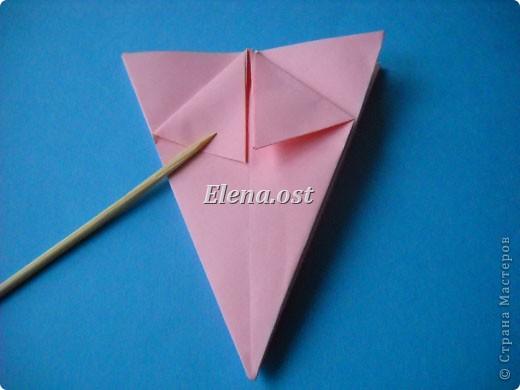 При копировании статьи, целиком или частично, пожалуйста, указывайте активную ссылку на источник! http://stranamasterov.ru/user/9321 http://stranamasterov.ru/node/120275 Коробочка-звездочка в технике оригами. Можно положить сладкий подарок, мягкую игрушку, украшения и поставить под елочку от Деда Мороза. Из цветной бумаги для принтера (квадрат 21х21) получается коробочка в диаметре 11 см (по крайним точкам). фото 19