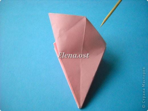 При копировании статьи, целиком или частично, пожалуйста, указывайте активную ссылку на источник! http://stranamasterov.ru/user/9321 http://stranamasterov.ru/node/120275 Коробочка-звездочка в технике оригами. Можно положить сладкий подарок, мягкую игрушку, украшения и поставить под елочку от Деда Мороза. Из цветной бумаги для принтера (квадрат 21х21) получается коробочка в диаметре 11 см (по крайним точкам). фото 20