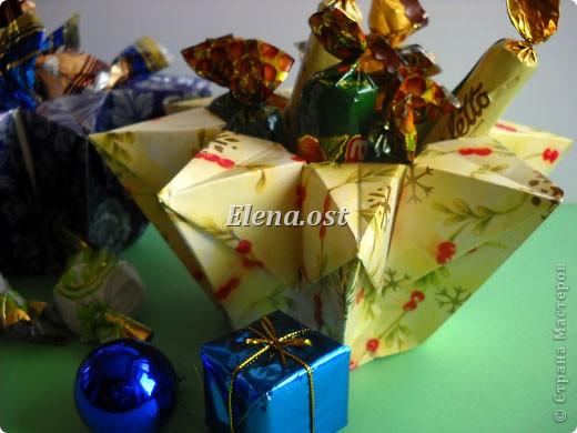 При копировании статьи, целиком или частично, пожалуйста, указывайте активную ссылку на источник! http://stranamasterov.ru/user/9321 http://stranamasterov.ru/node/120275 Коробочка-звездочка в технике оригами. Можно положить сладкий подарок, мягкую игрушку, украшения и поставить под елочку от Деда Мороза. Из цветной бумаги для принтера (квадрат 21х21) получается коробочка в диаметре 11 см (по крайним точкам). фото 3