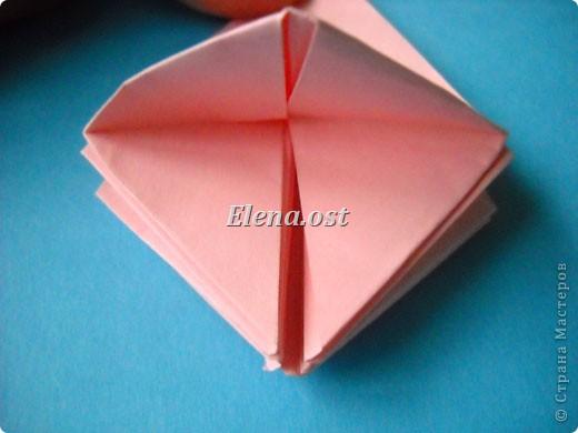 При копировании статьи, целиком или частично, пожалуйста, указывайте активную ссылку на источник! http://stranamasterov.ru/user/9321 http://stranamasterov.ru/node/120275 Коробочка-звездочка в технике оригами. Можно положить сладкий подарок, мягкую игрушку, украшения и поставить под елочку от Деда Мороза. Из цветной бумаги для принтера (квадрат 21х21) получается коробочка в диаметре 11 см (по крайним точкам). фото 22