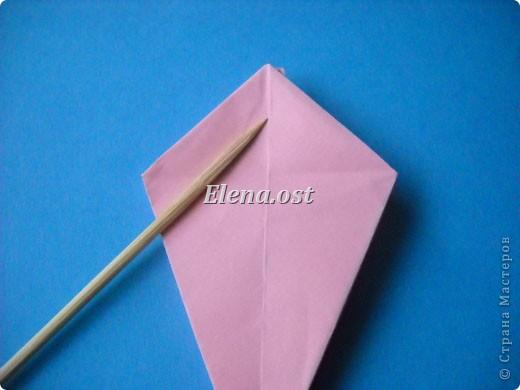 При копировании статьи, целиком или частично, пожалуйста, указывайте активную ссылку на источник! http://stranamasterov.ru/user/9321 http://stranamasterov.ru/node/120275 Коробочка-звездочка в технике оригами. Можно положить сладкий подарок, мягкую игрушку, украшения и поставить под елочку от Деда Мороза. Из цветной бумаги для принтера (квадрат 21х21) получается коробочка в диаметре 11 см (по крайним точкам). фото 24