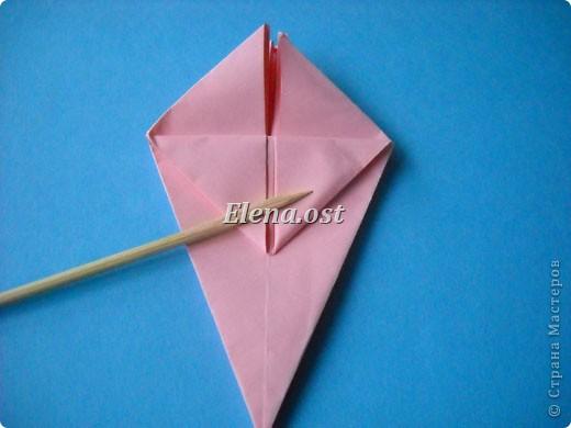При копировании статьи, целиком или частично, пожалуйста, указывайте активную ссылку на источник! http://stranamasterov.ru/user/9321 http://stranamasterov.ru/node/120275 Коробочка-звездочка в технике оригами. Можно положить сладкий подарок, мягкую игрушку, украшения и поставить под елочку от Деда Мороза. Из цветной бумаги для принтера (квадрат 21х21) получается коробочка в диаметре 11 см (по крайним точкам). фото 25