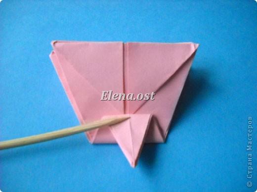 При копировании статьи, целиком или частично, пожалуйста, указывайте активную ссылку на источник! http://stranamasterov.ru/user/9321 http://stranamasterov.ru/node/120275 Коробочка-звездочка в технике оригами. Можно положить сладкий подарок, мягкую игрушку, украшения и поставить под елочку от Деда Мороза. Из цветной бумаги для принтера (квадрат 21х21) получается коробочка в диаметре 11 см (по крайним точкам). фото 28