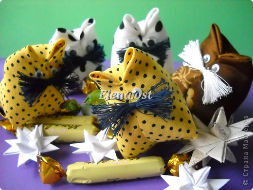 При копировании статьи, целиком или частично, пожалуйста, указывайте активную ссылку на источник! http://stranamasterov.ru/user/9321 http://stranamasterov.ru/node/120275 Коробочка-звездочка в технике оригами. Можно положить сладкий подарок, мягкую игрушку, украшения и поставить под елочку от Деда Мороза. Из цветной бумаги для принтера (квадрат 21х21) получается коробочка в диаметре 11 см (по крайним точкам). фото 37