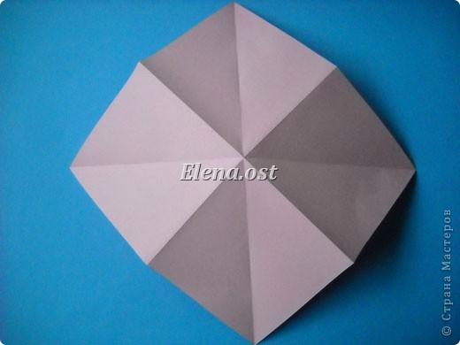 При копировании статьи, целиком или частично, пожалуйста, указывайте активную ссылку на источник! http://stranamasterov.ru/user/9321 http://stranamasterov.ru/node/120275 Коробочка-звездочка в технике оригами. Можно положить сладкий подарок, мягкую игрушку, украшения и поставить под елочку от Деда Мороза. Из цветной бумаги для принтера (квадрат 21х21) получается коробочка в диаметре 11 см (по крайним точкам). фото 5
