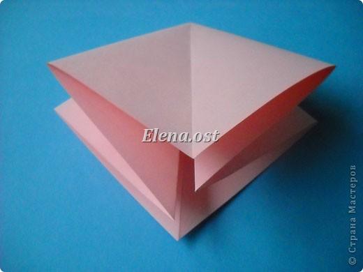 При копировании статьи, целиком или частично, пожалуйста, указывайте активную ссылку на источник! http://stranamasterov.ru/user/9321 http://stranamasterov.ru/node/120275 Коробочка-звездочка в технике оригами. Можно положить сладкий подарок, мягкую игрушку, украшения и поставить под елочку от Деда Мороза. Из цветной бумаги для принтера (квадрат 21х21) получается коробочка в диаметре 11 см (по крайним точкам). фото 6