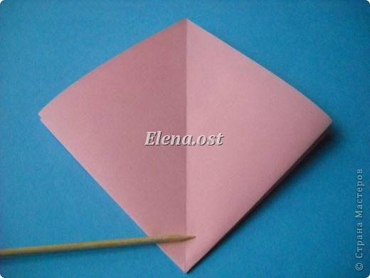 При копировании статьи, целиком или частично, пожалуйста, указывайте активную ссылку на источник! http://stranamasterov.ru/user/9321 http://stranamasterov.ru/node/120275 Коробочка-звездочка в технике оригами. Можно положить сладкий подарок, мягкую игрушку, украшения и поставить под елочку от Деда Мороза. Из цветной бумаги для принтера (квадрат 21х21) получается коробочка в диаметре 11 см (по крайним точкам). фото 7
