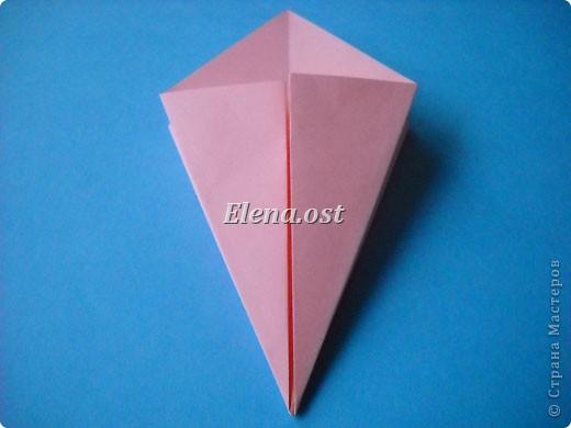 При копировании статьи, целиком или частично, пожалуйста, указывайте активную ссылку на источник! http://stranamasterov.ru/user/9321 http://stranamasterov.ru/node/120275 Коробочка-звездочка в технике оригами. Можно положить сладкий подарок, мягкую игрушку, украшения и поставить под елочку от Деда Мороза. Из цветной бумаги для принтера (квадрат 21х21) получается коробочка в диаметре 11 см (по крайним точкам). фото 9