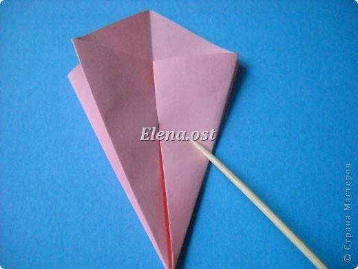 При копировании статьи, целиком или частично, пожалуйста, указывайте активную ссылку на источник! http://stranamasterov.ru/user/9321 http://stranamasterov.ru/node/120275 Коробочка-звездочка в технике оригами. Можно положить сладкий подарок, мягкую игрушку, украшения и поставить под елочку от Деда Мороза. Из цветной бумаги для принтера (квадрат 21х21) получается коробочка в диаметре 11 см (по крайним точкам). фото 10