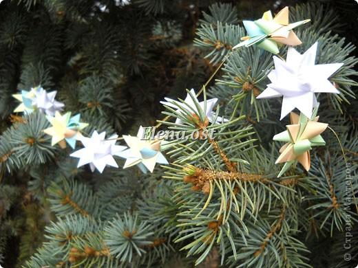 При копировании статьи, целиком или частично, пожалуйста, указывайте активную ссылку на источник! http://stranamasterov.ru/user/9321 http://stranamasterov.ru/node/120913 Объемная звезда Фрёбеля - очень красивое украшение из четырех полос. Можно украсить елку на Рождество, сделать венок, гирлянду. фото 42