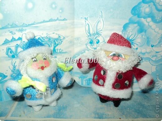 """Вот такая """"сладкая парочка"""" у меня получилась к Новому году.  Технику выполнения деда морозика подглядела на сайте http://stranamasterov.ru/node/27199?c=favorite.  Скучно стало моему морозику одному стоять и пришлось выдумывать снегурочку. фото 1"""