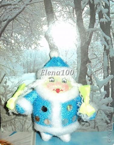 """Вот такая """"сладкая парочка"""" у меня получилась к Новому году.  Технику выполнения деда морозика подглядела на сайте http://stranamasterov.ru/node/27199?c=favorite.  Скучно стало моему морозику одному стоять и пришлось выдумывать снегурочку. фото 2"""