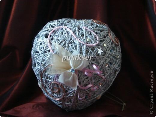 вот такие новогодние шары у меня получаются.Высота ок.25 см.,так что можно использовать и для настольного украшения. фото 2