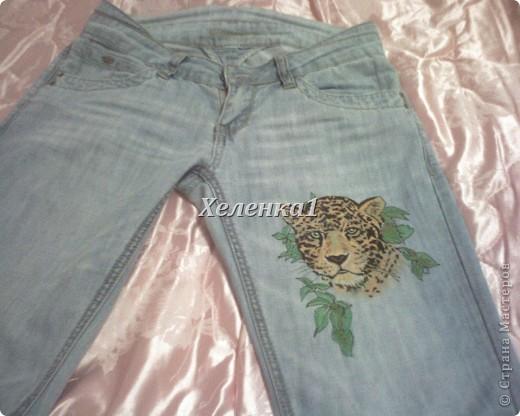 Начала росписывать джинсы - начала с контуров, а затем, после высыхания - листочки  фото 2
