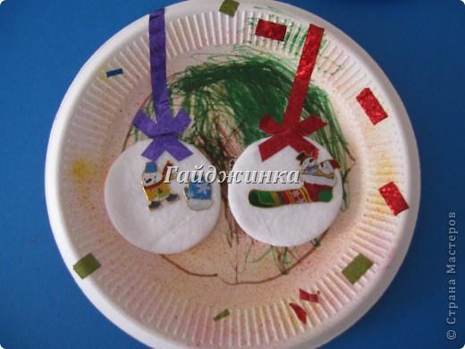 Фонарики из пластиковых бутылок. Покрашены краской из баллончика, украшены пайетками и мохнатой проволокой. фото 7