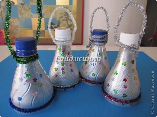 Фонарики из пластиковых бутылок. Покрашены краской из баллончика, украшены пайетками и мохнатой проволокой. фото 2
