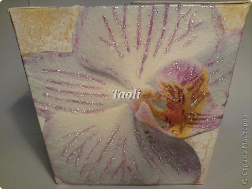 """Сегодня у моей замечательной и горячо любимой подруженции, с которой мы дружим уже (страшно даже называть такую цифру))) более 20 лет, был День рождения. И так как она у меня любительница конфет """"Раффаэлло"""", красного и орхидей,  то подарок придумался сам собой. фото 7"""