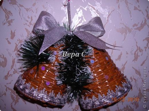 Рождественские колокольчики. Украсила тесьмой,пайетками, мишурой и  лентой. Всё в одном цвете,ничего не хотелось лишнего. фото 1