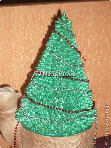 Вот и у меня началась новогодняя рукоделка! Все мастерицы в Стране творят ёлочки или что-то новогоднее, а у меня все руки не доходили. Чем богаты - тем и рады. Вот так и получилась ракушковая ёлочка, привет с морского побережья. фото 4