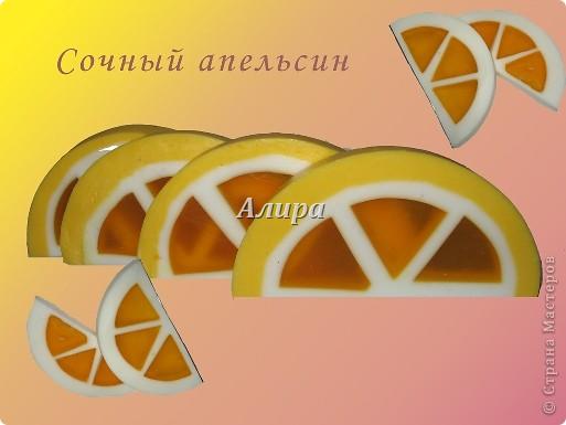 Вот, наконец, добрались руки до новогоднего мыловарения!!! Начиналось все тут: http://stranamasterov.ru/node/119005 - идеи, мысли, поиск. Многое правда в процессе поменялось, например, появились незапланированные вещицы из мыльных остатков. Например, этот полумесяц получился из остатков основы с апельсина. Состав - прозр. мыльная основа, облепиховое масло - краситель, масло ши + кокоса, ЭМ апельсина и шалфея мускатного. фото 2
