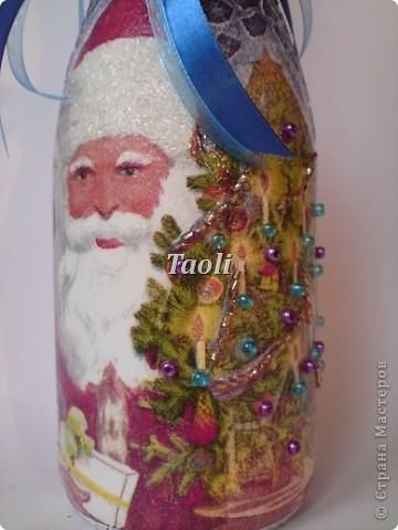 Ну вот, уже пора готовить подарки на 8 марта, а я только 31 декабря закончила свои новогодние бутылочки))))). А тут еще и сынулька приболел... В общем стоят мои бутылочки неподаренные и скучают. Но я не расстраиваюсь -  раз Новый год мы уже встретили, значит будем считать эти подарки Рождественскими))) фото 6