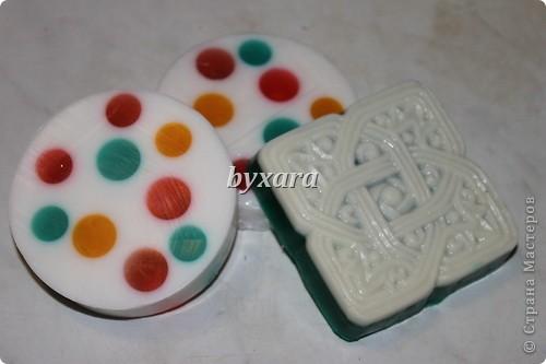 Разноцветное мыло из основы с добавлением люфы фото 3