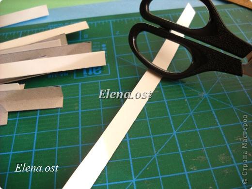 При копировании статьи, целиком или частично, пожалуйста, указывайте активную ссылку на источник! http://stranamasterov.ru/user/9321 http://stranamasterov.ru/node/133149 Бумагопластика в кубе - очень увлекательное занятие. Необходимо заполнить пространство куба элементами из бумаги. Здесь мы наблюдаем уникальную возможность бумаги: трансформироваться из плоского листа в объем. Детям данное занятие очень понравилось. Отчет о работе и детские работы можно посмотреть тут http://stranamasterov.ru/node/130781. Фантазия детская безгранична. Можно рассматривать и удивляться безконечно. Все справляются с работой на отлично. Занятие по бумагопластике вырабатывает усидчивость, аккуратность, желание создавать красоту, развивает фантазию, пространственное и ассоциативное мышление. фото 10