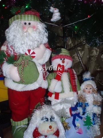 вот такого снеговика я сшила на Рождество, идею и выкройку взяла у ЛЕПЫ_Алены, мне он очень понравился. но решила его немного изменить и приодеть, вот , что вышло:)))))))Аленочка, огромное, огромное тебе спасибо за идеи и выкройки!!!!!!!!Спасибо всем, кто к нам заглянул!!!!!! фото 4
