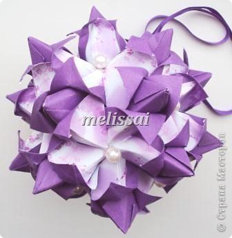 """Скажу сразу- все эти кусудамы обладают легким характером и доступны новичкам! И схемы представлены на сайте Екатерины Лукашевой, автора сих творений, за что ей огромное спасибо! http://kusudama.me/origami Еще могу добавить про бумагу. Это фотопечать. Подробно я рассказывала здесь, в комментах: http://community.livejournal.com/ru_kusudama/805795.html Все кусудамы из 30 модулей, 10х10 см. итог 14 см.  Итак, """"Тюльпан"""". Схемы на сайте нет, но Екатерина , думаю, не откажет, если спросить у нее.     фото 1"""