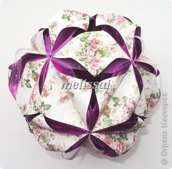 """Скажу сразу- все эти кусудамы обладают легким характером и доступны новичкам! И схемы представлены на сайте Екатерины Лукашевой, автора сих творений, за что ей огромное спасибо! http://kusudama.me/origami Еще могу добавить про бумагу. Это фотопечать. Подробно я рассказывала здесь, в комментах: http://community.livejournal.com/ru_kusudama/805795.html Все кусудамы из 30 модулей, 10х10 см. итог 14 см.  Итак, """"Тюльпан"""". Схемы на сайте нет, но Екатерина , думаю, не откажет, если спросить у нее.     фото 3"""