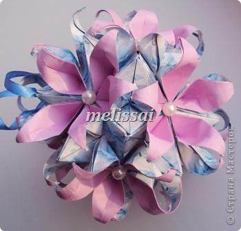 """Скажу сразу- все эти кусудамы обладают легким характером и доступны новичкам! И схемы представлены на сайте Екатерины Лукашевой, автора сих творений, за что ей огромное спасибо! http://kusudama.me/origami Еще могу добавить про бумагу. Это фотопечать. Подробно я рассказывала здесь, в комментах: http://community.livejournal.com/ru_kusudama/805795.html Все кусудамы из 30 модулей, 10х10 см. итог 14 см.  Итак, """"Тюльпан"""". Схемы на сайте нет, но Екатерина , думаю, не откажет, если спросить у нее.     фото 2"""