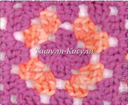 Для комбинезона потребуется пряжа ALIZE Viscose Puffy 100 гр 220 м молочного цвета, 10 гр 40 м розового цвета (цветок и грудка). Крючок №5. Две бусины. Нитки, иголка.  Вяжем две штанины по схеме: набираем 36 вп 1р.-3р. 36 ст сн 4р. 10 ст сн, 2 ст сн в 1 п, 14 ст сн, 2 ст сн в 1 п, 10 ст сн (38 ст сн) 5р. 38 ст сн 6р. 10 ст сн, 2 ст сн в 1 п, 2 ст сн в 1 п, 14 ст сн, 2 ст сн в 1 п, 2 ст сн в 1 п, 10 ст сн (42 ст сн) 7р. 10 ст сн, 2 ст сн в 1 п, 1 ст сн, 2 ст сн в 1 п, 16 ст сн, 2 ст сн в 1 п, 1 ст сн, 2 ст сн в 1 п, 10 ст сн (46) 8р.-15р. 46 ст сн Берем вторую связанную штанину, провязываем 16 ряд ст сн, не отрывая нити провязываем вторую штанину. Получится единая деталь. Далее вяжем 18 рядов ст сн.  фото 7