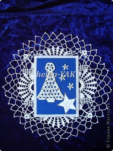 http://stranamasterov.ru/node/131341  Этой открыткой я могла бы поздравить с днем рождения мою сестру-рукодельницу,у которой день рождения 29 декабря.Но я никогда раньше не делала открытки и игра была лредложена в январе. Эта открытка может послужить идеей для новогодней открытки. Все детали белого цвета,голубоватый получился на фото. фото 2