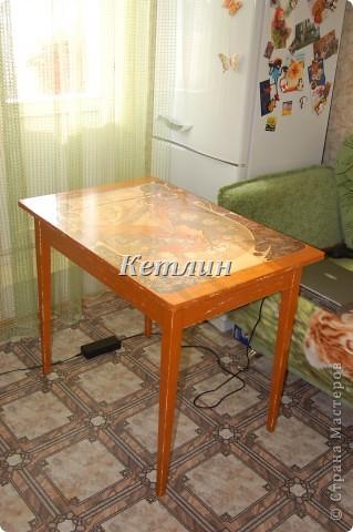 Вот такой столик стоит у нас теперь на кухне)))))Сделали распечатку,использовала технику шебби (потертости)акриловая краска и яхтный лак. фото 7