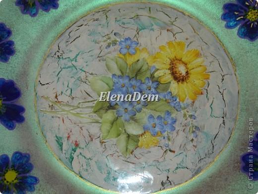 Тарелка, обратный декупаж, цветочки тоже нарисованы с изнаночной стороны. С этой тарелочки можно кушать. фото 2