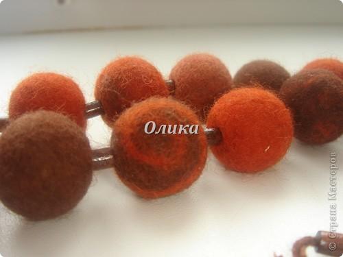 деревянные бусины и войлок фото 3