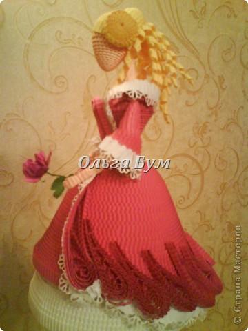 Дама в розовом платье с розой в руках. Из гофрокартона. Придумала её полностью сама. Придумала и сделала! фото 1