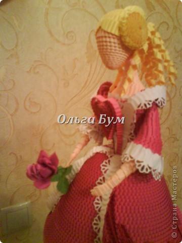 Дама в розовом платье с розой в руках. Из гофрокартона. Придумала её полностью сама. Придумала и сделала! фото 7