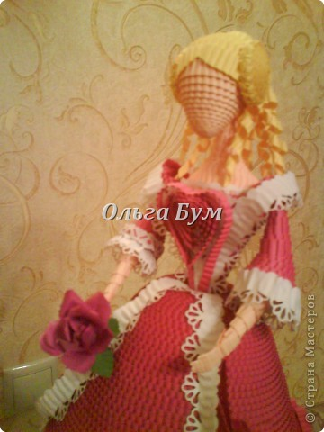 Дама в розовом платье с розой в руках. Из гофрокартона. Придумала её полностью сама. Придумала и сделала! фото 11