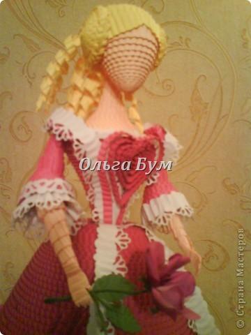 Дама в розовом платье с розой в руках. Из гофрокартона. Придумала её полностью сама. Придумала и сделала! фото 2
