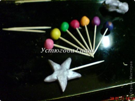 хотела я сделать снеговика http://stranamasterov.ru/node/25926?tid=451 но увы я не до конца проклеила и они у меня стали мягкими смотрите дальше как я делала-----> фото 5