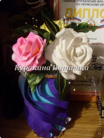 Такой букетик с вазой я подарила своей маме на День рождения. Три цветочка выполнены из гофрированной бумаги. фото 1