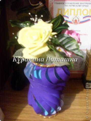 Такой букетик с вазой я подарила своей маме на День рождения. Три цветочка выполнены из гофрированной бумаги. фото 2
