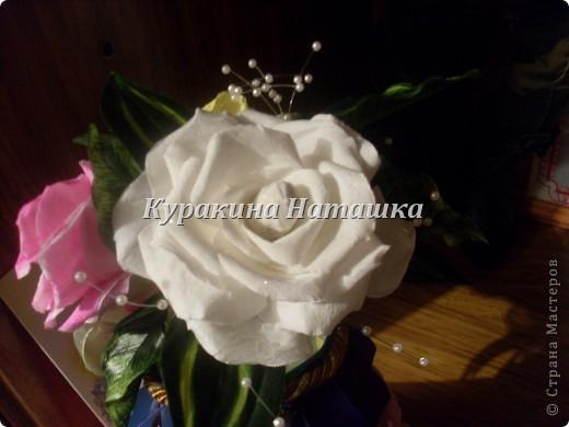 Такой букетик с вазой я подарила своей маме на День рождения. Три цветочка выполнены из гофрированной бумаги. фото 3